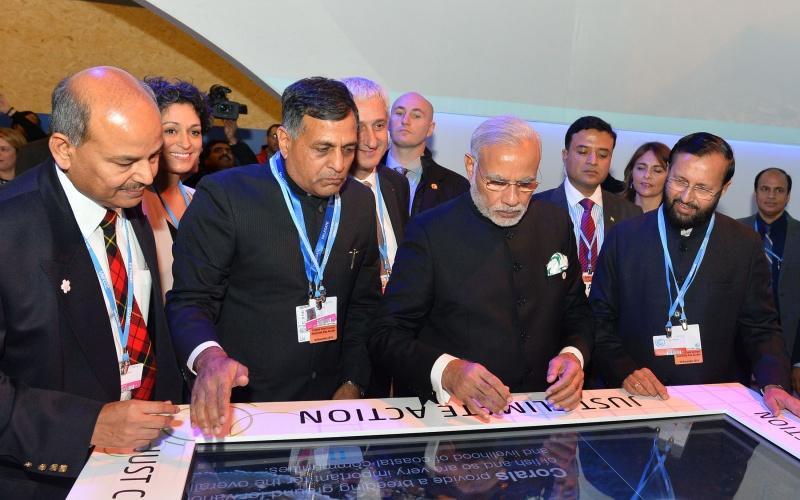 Prime_Minister_Narendra_Modi_Narendra_Modi_visits_India_Pavilion_at_COP21_in_Paris_23739656541-800x500_c
